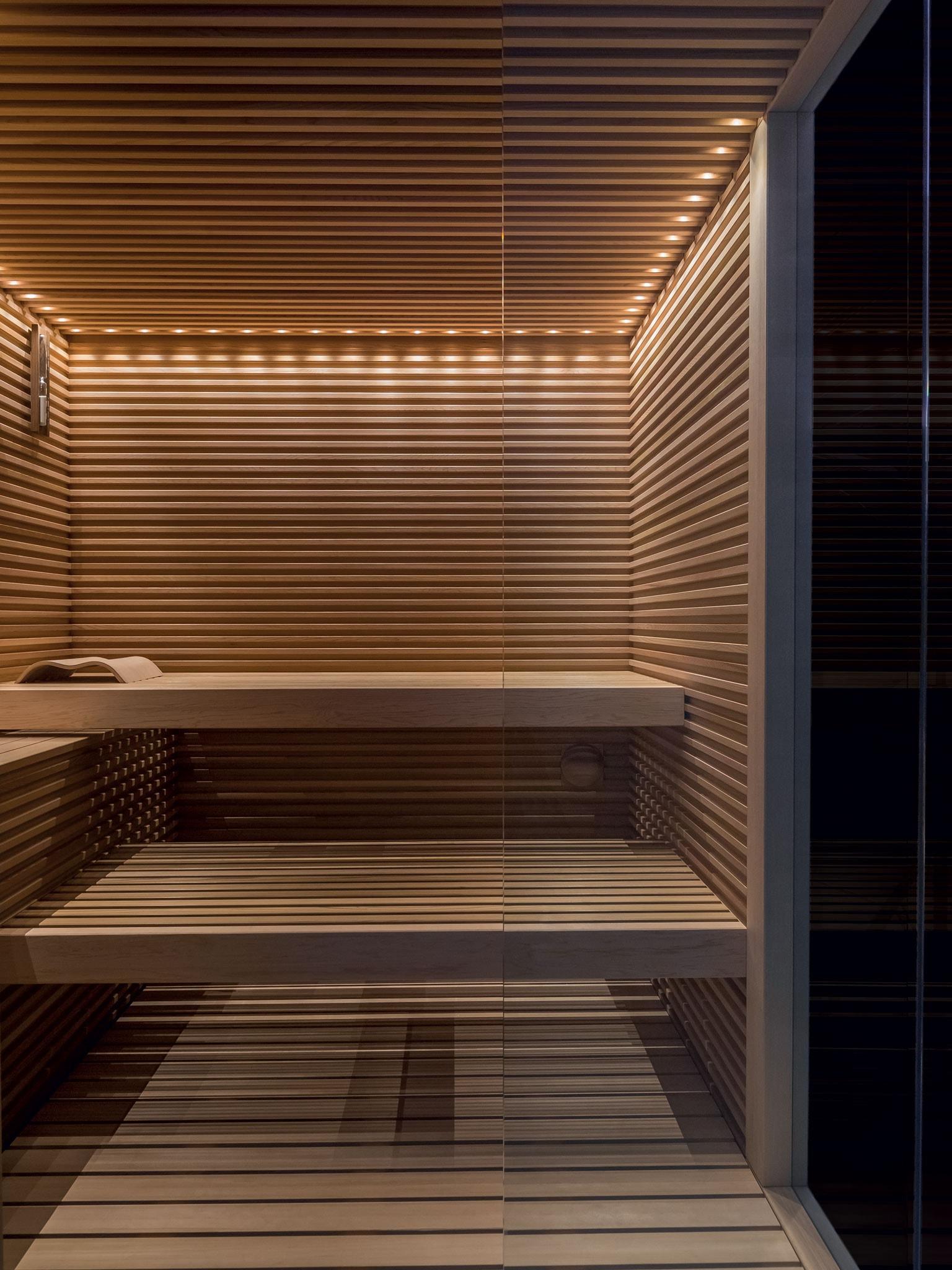 Dettaglio della panca in una sauna