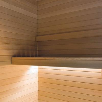 sauna-con-illuminazione-sotto-panca